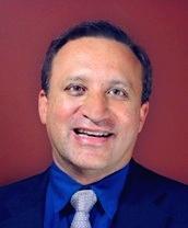 Dr. Ricardo Alberto Leal Vásquez