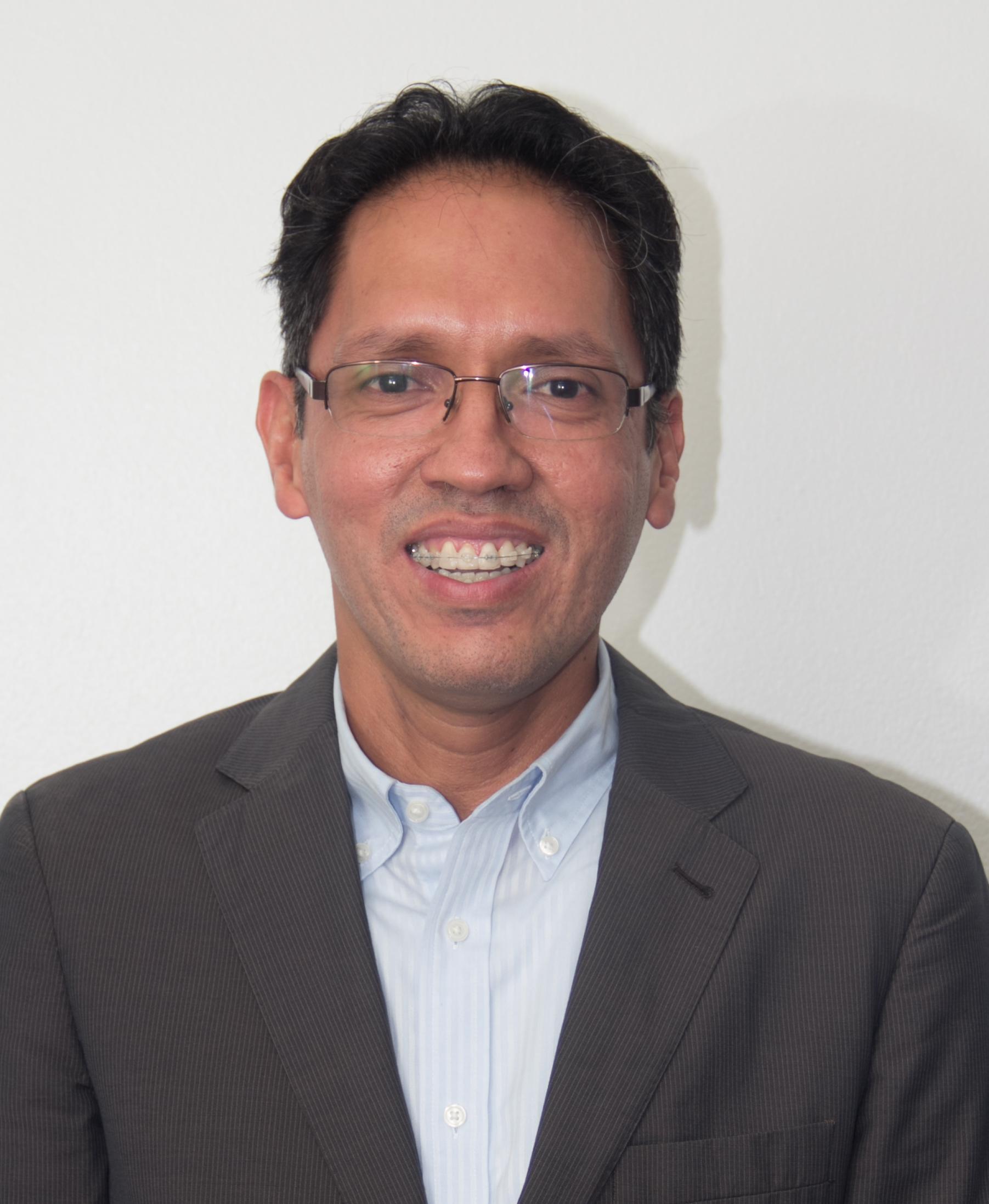 Dr. Roberto Gracias