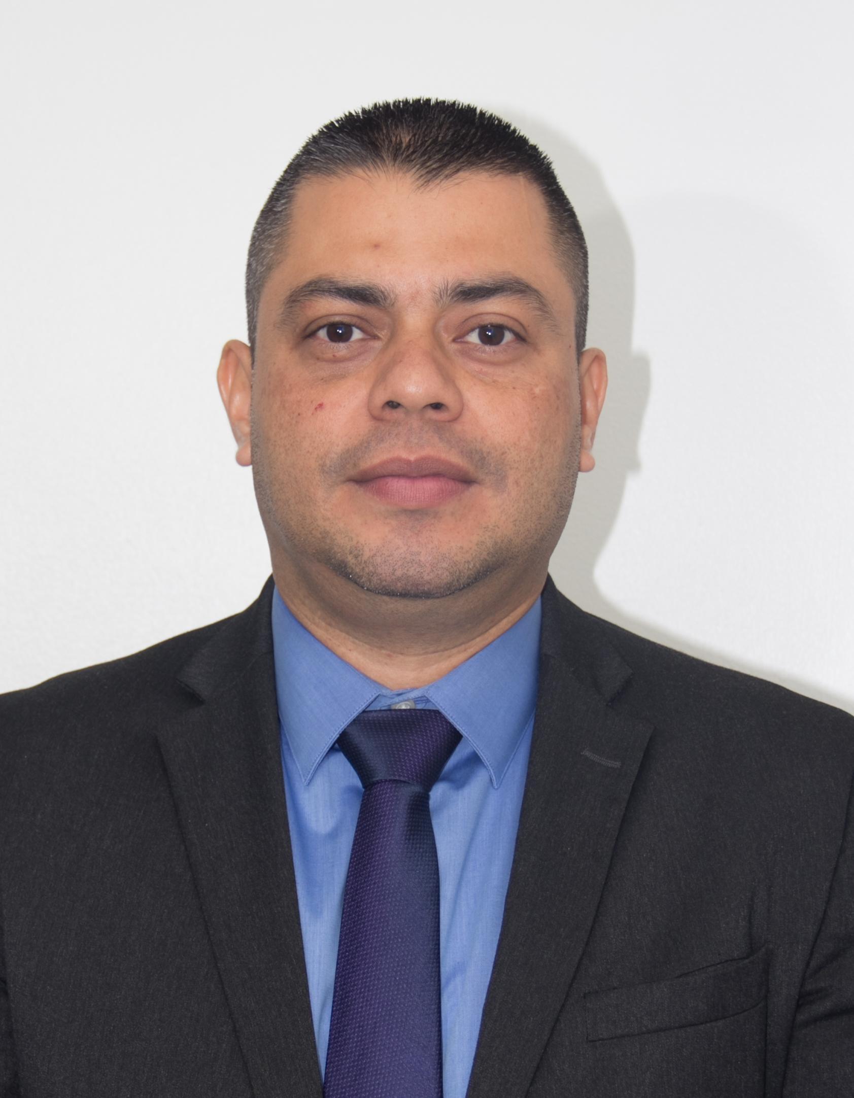Dr. Ronald Manrique Funes Linares